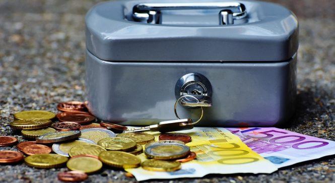 Банки РФ в сентябре сократили ввоз долларов и нарастили — евро