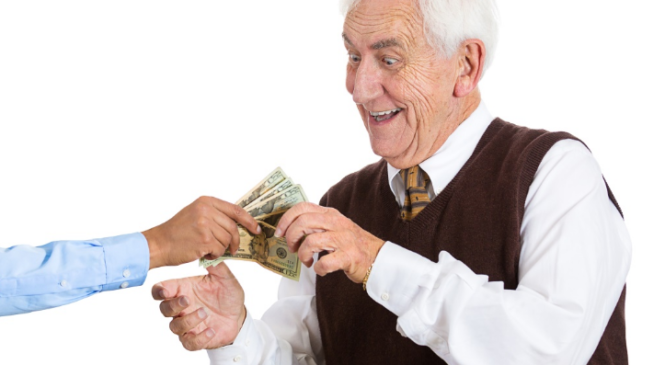После поправки к конституции индексация пенсий коснется и работающих пенсионеров